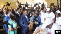 Teodoro Obiang Nguema, le président équato-guinéen, vote dans un bureau à Malabo, le 24 avril 2016.