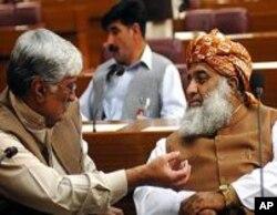 پاکستان کے سیاسی ایوانوں میں ہلچل، بدھ کا دن اہم ہوگا