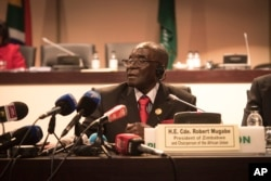 Zimbabwe president, and chair of the African Unity Summit, Robert Mugabe, addresses delegates at the end of the 25th AU Summit in Johannesburg, June 15, 2015.