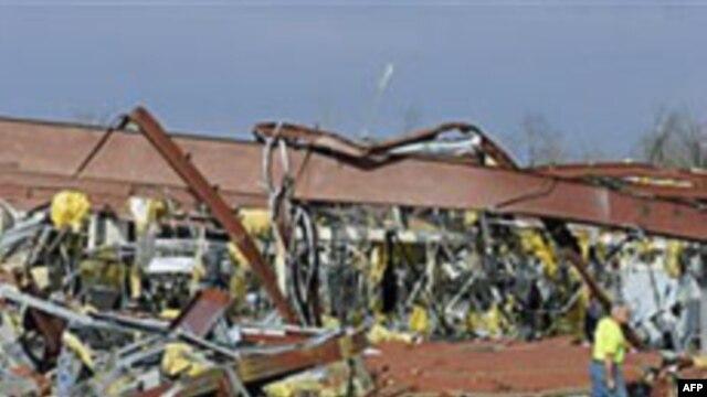 در گردبادهای نیرومند در آمریکا نزدیک ۳۰ تن کشته شدند