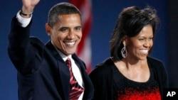 Gaun hitam merah rancangan Narciso Rodriguez yang dikenakan oleh Michelle Obama pada malam pemilihan tahun 2008.
