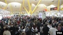 Pengawas Lalu-Lintas Udara Spanyol Bolos Massal, Ngaku Sakit
