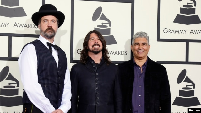 FILE - Nirvana and Foo Fighters musicians (L-R) Krist Novoselic, Dave Grohl and Pat Smear arrive at the 56th annual Grammy Awards in Los Angeles, Jan. 26, 2014.