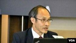 香港民意研究所主席兼行政總裁鍾庭耀表示,反送中運動是香港人崇尚自由主義,與北京威權管治的一次角力。(美國之音 湯惠芸拍攝)