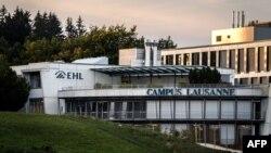 Sekitar 2.500 mahasiswa Sekolah Manajemen Perhotelan EHL Lausanne dikarantina, 23 September 2020, menyusul adanya laporan sejumlah klaster COVID-19 yang diduga berasal dari sejumlah pesta yang digelar di luar kampus. (Foto: Fabrice COFFRINI / AFP)
