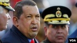 Presiden Venezuela Hugo Chavez (kiri) di Akademi Militer Caracas (Foto: dok).