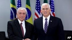 Michel Temer (esq) e Mike Pence (dir) em Brasília