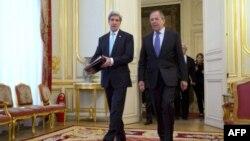 Джон Керрі і Сергій Лавров перед початком переговорів у Парижі, 30 березня 2014 року