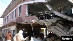 شدت پسندوں اسکولوں کی عمارتوں کو بھی تباہ کرتے رہے ہیں۔ (فائل فوٹو)