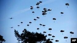 Gjatë stërvitjeve të NATO-s, marrin pjesë edhe forcat rumune