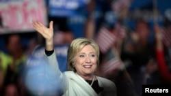 Hillary Clinton lors de son discours de victoire, mardi 1er mars, en Floride. (REUTERS/Javier Galeano)