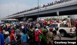 Hàng nghìn công nhân công ty Pou Yuen ở Sài Gòn đã xuống đường tuần hành để phản đối chính sách bảo hiểm xã hội mới. (Ảnh: Thanh Niên Công Giáo)