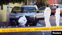 Escena de un ataque armado en Guadalajara, México, en enero de 2018. El lunes un nuevo atentado, esta vez contra el secretario de Trabajo Luis Carlos Nájera, provocó el pánico en la ciudad.