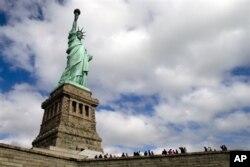 美国的自由女神像,奉行民主自由价值观的美国是很多中国人向往的,也是不少中国人憎恨的,或者自称憎恨的。