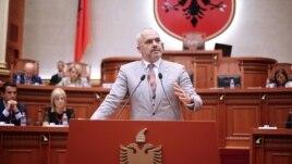 Parlamenti rrëzon dekretet e Presidentit Nishani