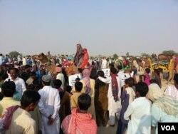 کم عمری کی شادیوں کے خلاف آگاہی کے لیے واک