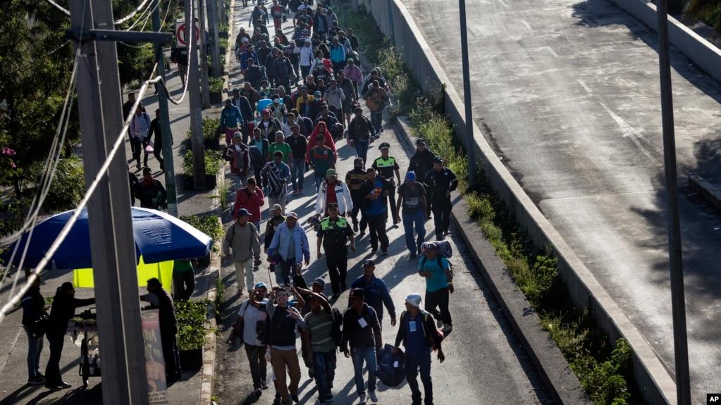 Участники каравана мигрантов в Мехико, 9 ноября 2018