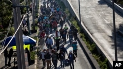 A group of Central American migrants resume their journey north toward the U.S. after leaving a temporary shelter in Mexico City, Mexico, Nov. 9, 2018.