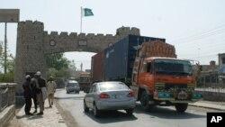 지난해 북대서양조약기구, 나토군 물자를 실은 화물 차량이 파키스탄 카이버 지역을 통해 아프가니스탄으로 향하고 있다. (자료사진)