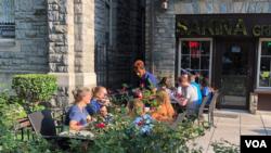واشنگٹن میں ریستورانوں کو عمارت سے باہر گاہکوں کو کھانا پیش کرنے کی اجازت دے دی ہے۔