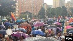 Hari pemogokan nasional dan demonstrasi memprotes Presiden Kolombia Iván Duque, di Bogotá, Kolombia, 21 November 2019. (Foto: VOA/Karen Sánchez)