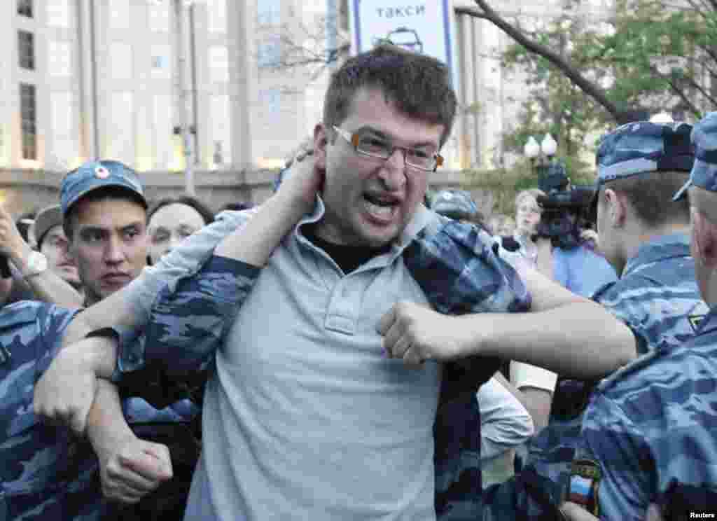 Задержание активиста на Краснопресненской