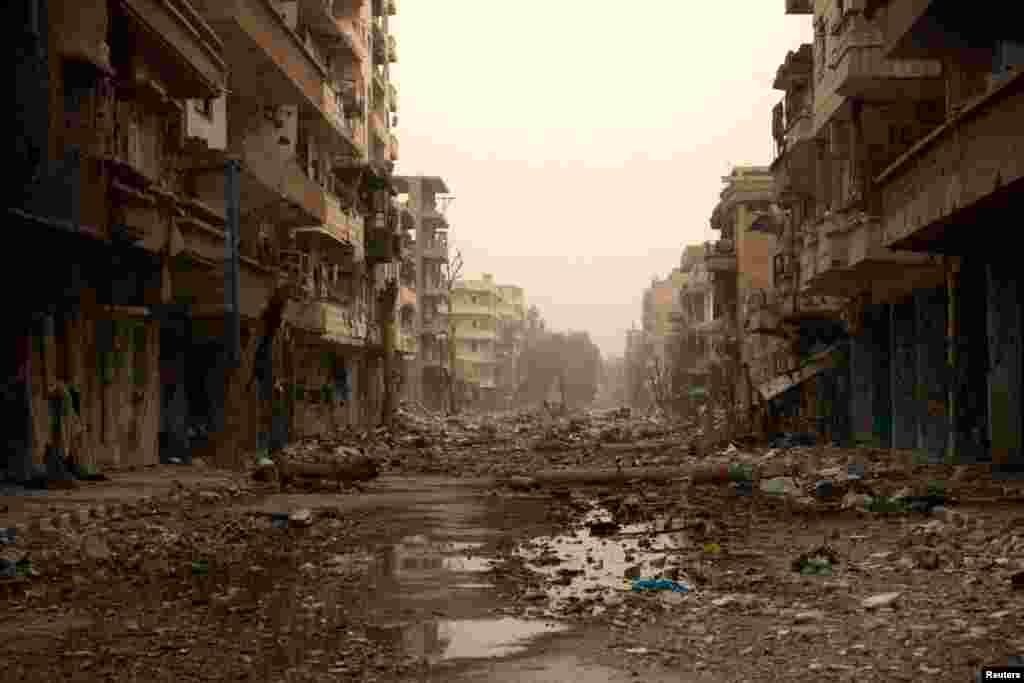 Damaged buildings and debris in Deir al-Zor, March 3, 2013.