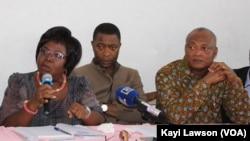 Brigite Adjamagbo, Jean Kissi et Jean-Pierre Fabre, lors de la conférence de presse à Lomé, au Togo, le 1er mars 2018. (VOA/Kayi Lawson)