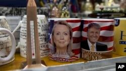 عکس دو نامزد احتمالی حزب های جمهوریخواه روی دو لیوان.
