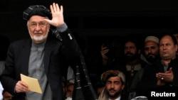 Prezidentlikka nomzod Zalmay Rasul Qandahorda saylovchilar bilan uchrashmoqda, 15-mart, 2014-yil.