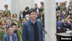 Ông Đinh La Thăng tại phiên tòa ở Hà Nội. (Ảnh: VNA/Doan Tan via REUTERS)