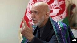 """تیر کال د وایس اف امریکا په شمول د یوشمیر مطبوعاتو سره په مرکو کې د افغانستان پخواني صدر حامد کرزي وویل چې داعش د امریکې """"اوزار"""" دی."""