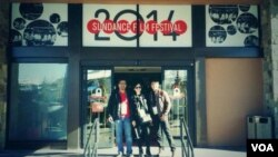 Tim liputan VOA di Festival Film Sundance di Park City, Utah, AS. Dari kiri ke kanan: Alam Burhanan, Vena Annisa, Rafki Hidayat.