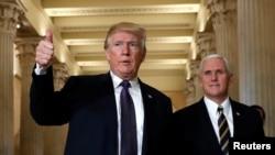 Perezida w'Amerika, Donald Trump n'icegera ciwe Mike Pence bavuye mu nama nshingamateka kwumvikana kw'itegeko ry'Amatagisi
