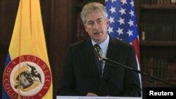 El secretario de Estado adjunto del Departamento de Estado de los Estados Unidos, William J. Burns, resaltó los avances de Colombia en su lucha contra el terrorismo.