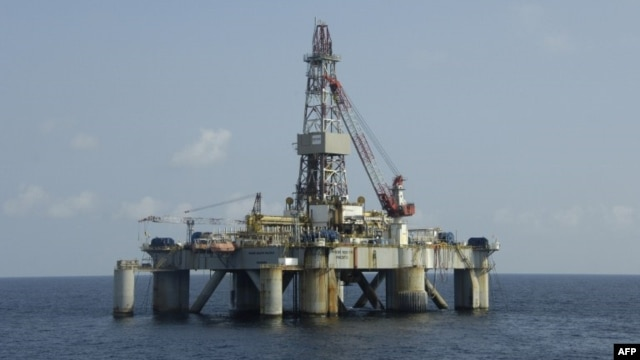 Picture taken end of December 2007 showing an oil platform of the US Pride company situated off Angola.