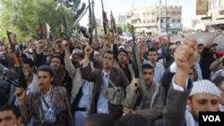 ພວກກະບົດ Houthi ຂອງຊາວ Shi'ite ສະແດງການຄັດຄ້ານ ຕໍ່ການຫ້າມຂາຍອາວຸດ ຂອງ ສະຫະປະຊາຊາດ.