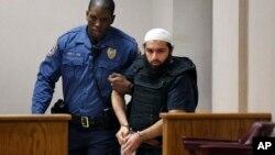 뉴욕 폭탄테러 용의자 하마드 칸 라히미(오른쪽)가 지난해 12월 뉴저지주 엘리자베스에서 열린 재판에 출석하고 있다.