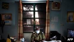 Le colonel Adama Guindo, directeur général de la prison centrale de Bamako dans son bureau, le 3 juillet 2020.