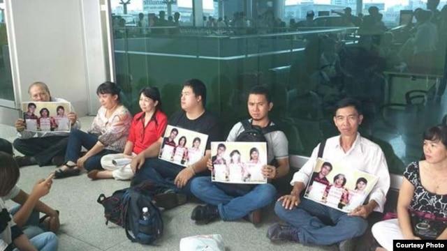 Các bạn trẻ đòi thả các blogger bị bắt ở sân bay Tân Sơn Nhất sau khóa học Xã hội Dân sự tại Philippines