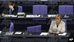 독일 헌법 재판소의 구제기금 관련 토의에 참가한 앙겔라 메르켈 독일 총리.