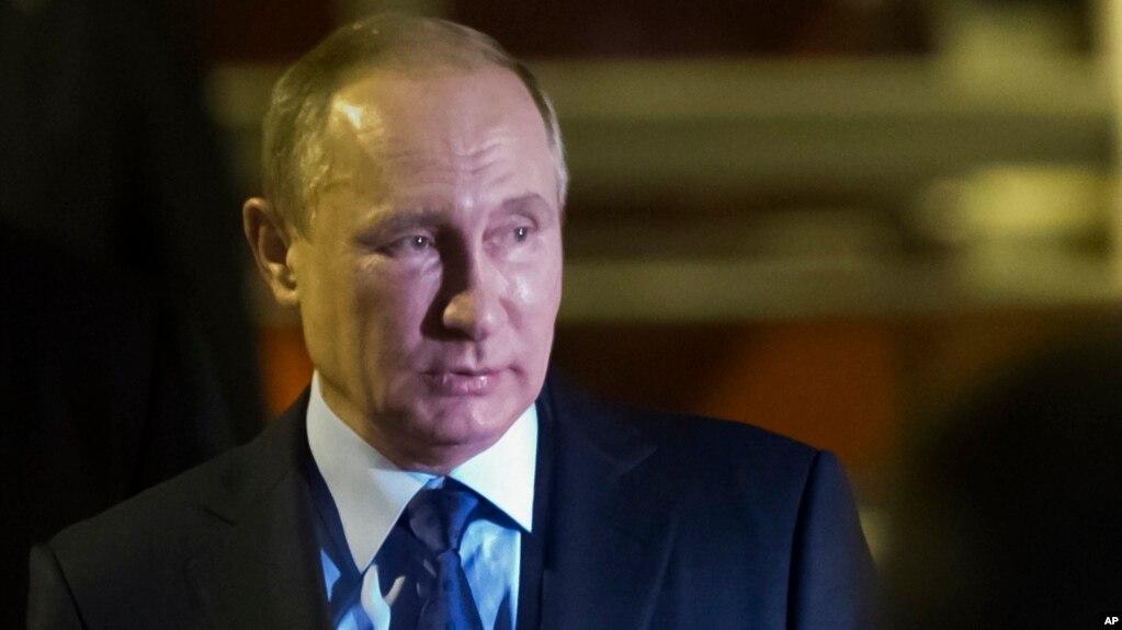 Rusia dëbon 755 diplomatë amerikanë