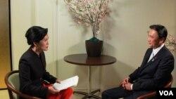 일본의 후루야 게이지 납치문제담당상(오른쪽)이 2일 워싱턴에서 VOA와 단독 인터뷰를 갖고, 납북자 문제에 관한 일본 정부의 입장을 밝혔다.