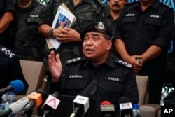 Tổng Giám đốc Cảnh sát Quốc gia Malaysia, Đại tướng Khalid Abu Bakar, phát biểu trong cuộc họp báo tại Wang Kelian.