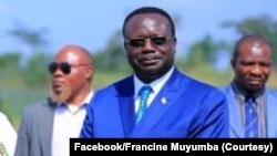 Sénateur Jean-Pierre Lola Kisanga (D) na mopanzi ya mokonai wa ye Francine Muyumba, RDC, 2020.m (Facebook/Francine Muyumba)