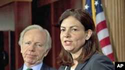 Senators Kelly Ayotte (r) and Joseph Lieberman on Capitol Hill, May 11, 2011