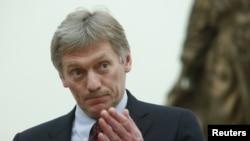 លោក Dmitry Peskov ចូលរួមកិច្ចប្រជុំមួយរបស់លោកប្រធានាធិបតី Vladimir Putin នៅវិមានក្រឹមឡាំង ក្រុងមូស្គូ ប្រទេសរុស្ស៊ី កាលពីថ្ងៃទី២៦ ខែមីនា ឆ្នាំ២០១៨។