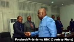 Président Félix Tshisekedi akutani na misala (équipe) ya banganga ya boyebi (experts) na Cité ya Union africaine na Kinshasa, 20 juillet 2019. (Facebook/Présidence RDC)