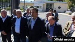 Lideri DF-a ispred američke ambasade, arhivska fotografija (rtcg.me)