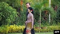 Британський прем'єр-міністр зустрічається з продемократичним лідером Аун Сан Су Чжі у Рангуні